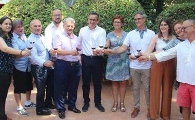 El delegado del Gobierno en Murcia acude a la miniferia del vino de Jumilla