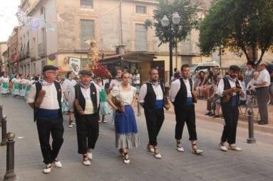 ofrenda-uvas-jumilla-desfile-peñas