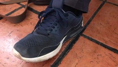 Protección Civil con zapatillas de deporte
