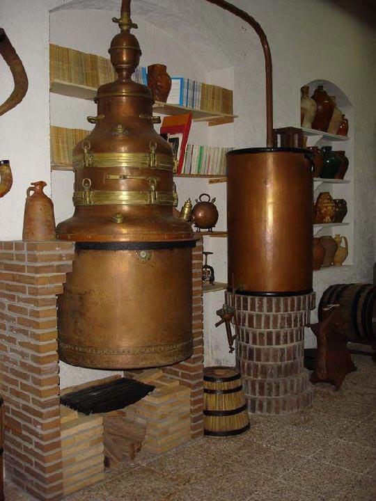 alanbique-y-destilador-alcohol-museo-vino-juan-carcelen-jumilla