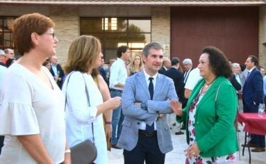 alcaldesa-consejero-agricultura-museo-vino-hacienda-carche-jumilla