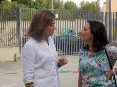 Seve González con la directora general de Centros Educativos