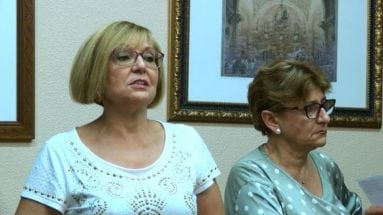 presidenta-y-secretaria-asociacion-contra-cancer-jumilla