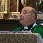 Los fieles jumillanos arroparon al párroco de Santiago en su Misa de Despedida