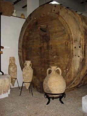 tonel-y-anforas-vino-museo-juan-carcelen-jumilla