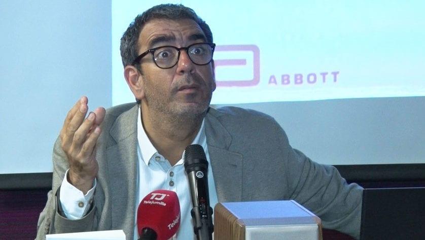 El profesor José Manuel López inauguró el Curso del IES Infanta Elena con una conferencia sobre alimentación