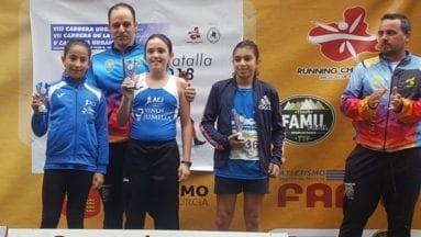 Mora y Hernández en el podio