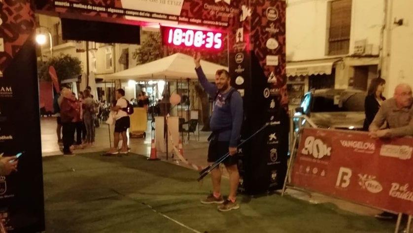 "Pascual González completa la carrera de ultrafondo ""90 kilómetros Camino de la Cruz"""