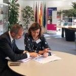 La presidenta de los populares jumillanos busca ayuda en Bruselas para poner en marcha un ambicioso programa en Jumilla