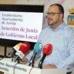 La Junta de Gobierno da el visto bueno a la adquisición de un rodillo y una motoniveladora para arreglo de caminos