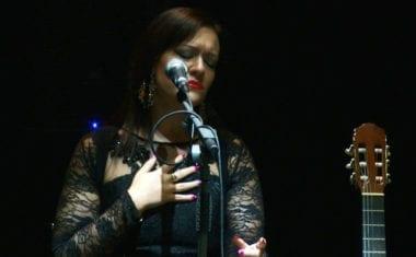 El Vico acogió un extraordinario concierto de Victoria Cava