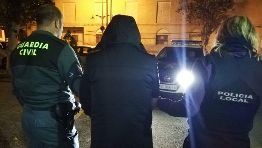 Detenido un hombre anoche cuando intentaba robar en un comercio