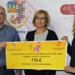 Ayuntamiento y Vinos Jumilla entregan a la AECC la recaudación de la venta de copas en Jumilla Stock