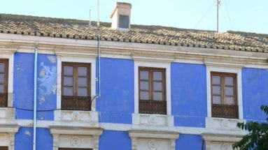 fachada-tejado-deteriorados-edificio-azul-jumilla