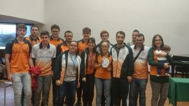 Kiko Piqueras junto con sus compañeros del equipo de la Universidad de Valencia