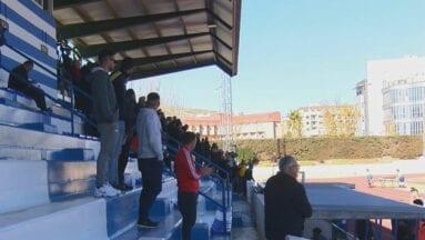 Los-seguidores-del-FC-Jumilla-atentos-al-partido