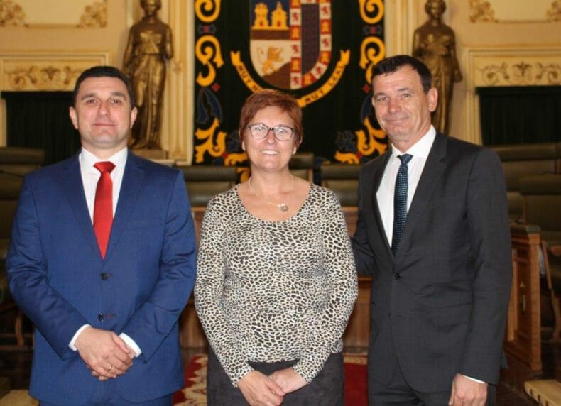 alcaldesa-jumilla-y-alcaldes-bulgaros