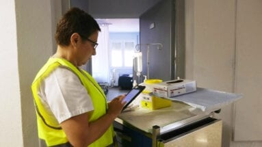 enfermera-aplicando-programa