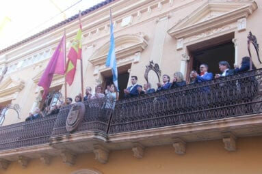 izado-bandera-ayuntamiento-jumilla-aniversario-constitucion