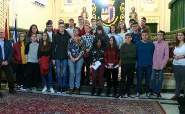 Los escolares participan activamente en el aniversario de la Constitución Española
