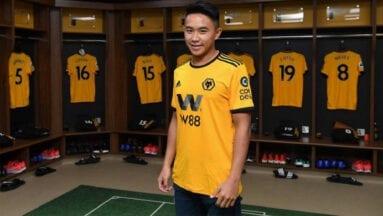 David-Wang-en-el-vestuario-del-Wolverhampton