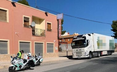 La Guardia Civil detiene en La Fuente del Pino al conductor de un vehículo articulado de 40 toneladas que sextuplicaba la tasa de alcoholemia