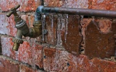 La Comunidad de Regantes Miraflores interrumpe el servicio hasta que remita la ola de frío