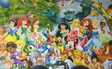 El nuevo presidente de la Asociación de Artesanos expone medio centenar de puzzles de Disney