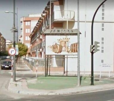 El mural de cerámica en Plaza Camionero de Jumilla