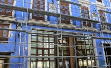 Comienzan las obras de rehabilitación de la cubierta y entrada del Edificio Azul
