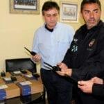 Equipan con mampara de seguridad para detenidos uno de los coches de la Policía Local