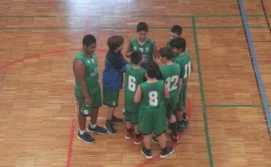 El equipo de minibasket está a un punto de la zona alta de la tabla