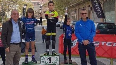 Ángel Pérez de la Escuela Ciclismo Jumilla en el podio de la Copa Faster Mini BXM de Torreaguera