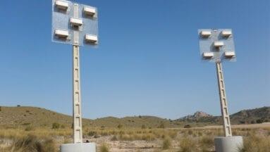 Dos estructuras de hormigón armado con los nidales en la parte superior