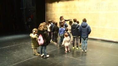 Público infantil en las visitas guiadas al Teatro Vico