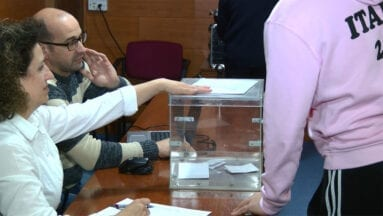 Votaciones iniciales durante las asambleas