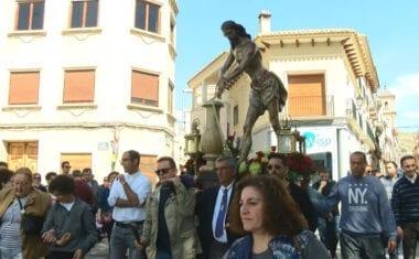 El Cristo Amarrado a la Columna acompañado de los más pequeños