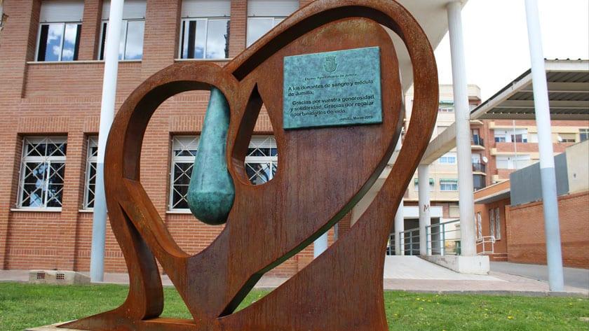 Monumento dedicado a los donantes de sangre y de médula