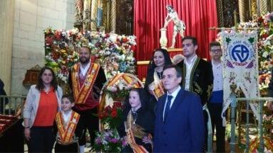 Al finalizar la Ofrenda el Cristo lucía rodeado de flores