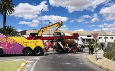 Accidente de un camión hormigonera a la entrada de Jumilla