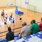 El equipo de minibasket de la Escuela Municipal de Baloncesto lidera su grupo en la fase final