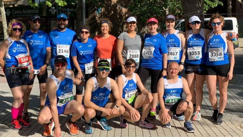 Los atletas del Athletic Club Vinos DOP Jumilla en la Media Maratón de Almansa