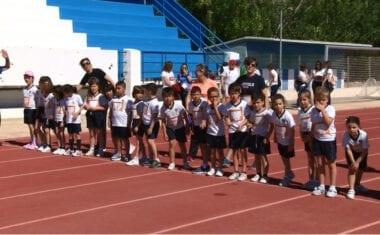 Decenas de escolares han participado en la IX Carrera Solidaria del colegio Santa Ana