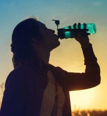 Bebe líquidos aunque no tengas sed