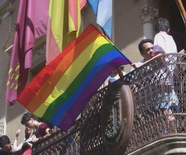 En el Ayuntamiento ondea la bandera arco iris