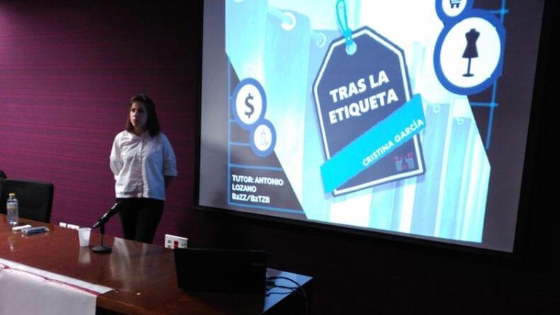 Cristina García Arenas durante la exposición de su trabajo en Jumilla