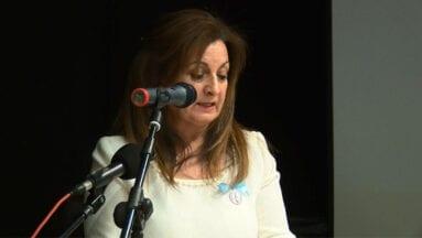 La presidenta de la Cofradía de la Patrona Juana María Tomás cerró el acto de la presentación del libro