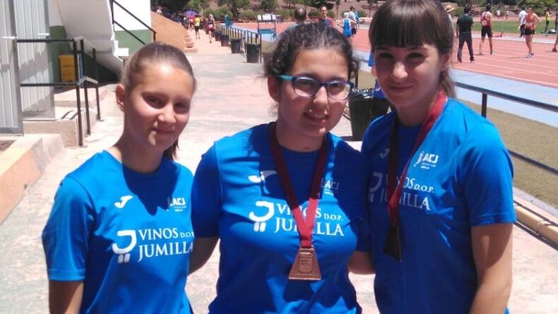 Las atletas sub-18 del Vinos Jumilla que compitieron en Lorca