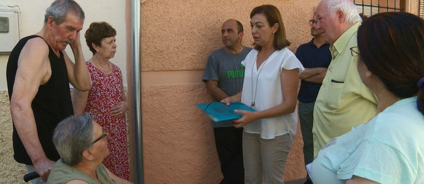González reunida con los vecinos de la calle Peña