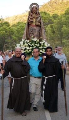 La Abuelica procesiona por el monte de Santa Ana